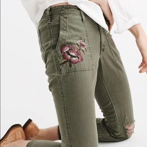 NWT Abercrombie&Finch Embroidered Boyfriend Pants